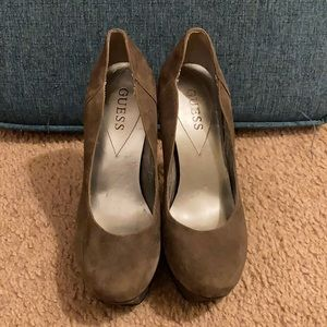 GUESS Size 6 Heel, Gray color